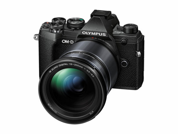 Olympus OM-D E-M5 Mark III 12-200mm kit -musta